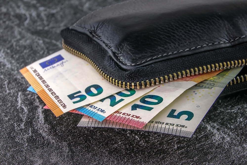 Money manifestation techniques - Cash management
